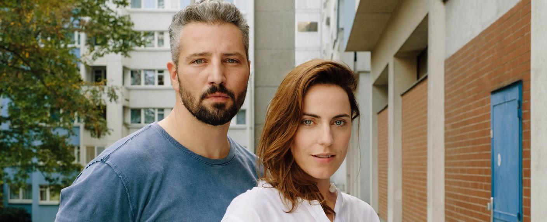 """Murathan Muslu und Antje Traue in """"Die Macht der Kränkung"""" – Bild: © Monafilm/Tivoli Film/Petro Domenigg"""
