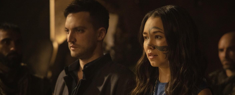 Murphy (Richard Harmon) und Emori (Luisa D'Oliveira) – Bild: The CW
