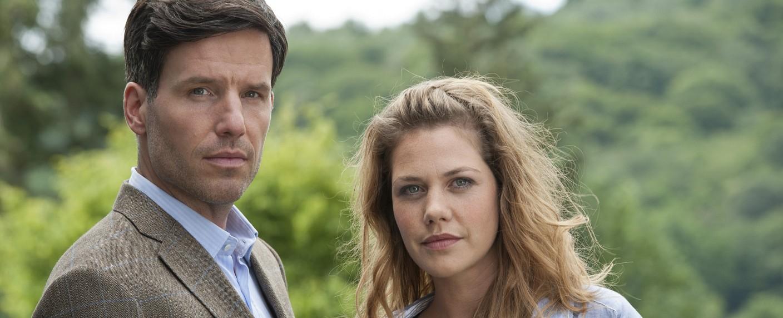Oliver von Bodenstein (Tim Bergmann) und Pia Kirchhoff (Felicitas Woll) – Bild: ZDF/Andrea Enderlein