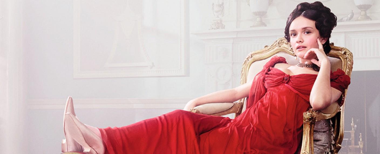 "Olivia Cooke als Becky Sharp in ""Vanity Fair"" 2018 – Bild: ITV"
