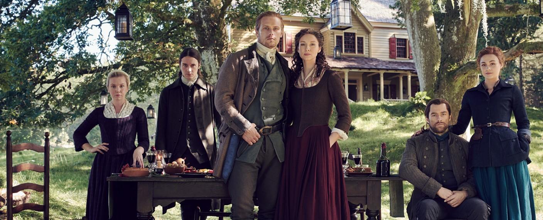 """So idyllisch geht es in Staffel fünf von """"Outlander"""" auf Fraser's Ridge nur selten zu… – Bild: Starz/Sony Pictures TV"""