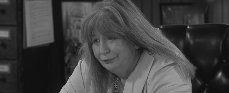 """Penny Marshall in ihrem letzten Serienauftritt in """"Odd Couple"""" zu Ehren ihres verstorbenen Bruders – Bild: CBS"""