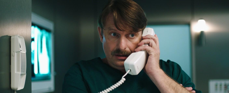 Peter Trabner als Dr. Falko Lammert – Bild: MDR