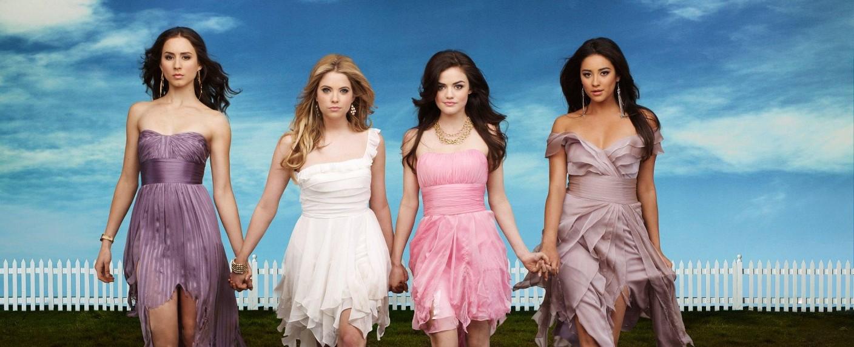 """Die """"Pretty Little Liars"""" erinnerten in Staffel drei schon ein bisschen an die """"Desperate Housewives"""" – Bild: ABC Family"""