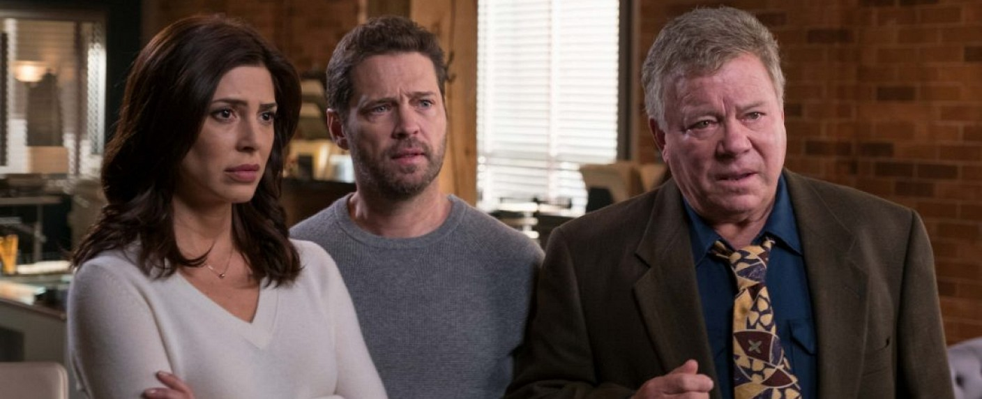 """Private Eyes"": Angie (Cindy Sampson), Matt (Jason Priestley) und Norm (William Shatner) – Bild: Brooke Palmer/Corus Entertainment"