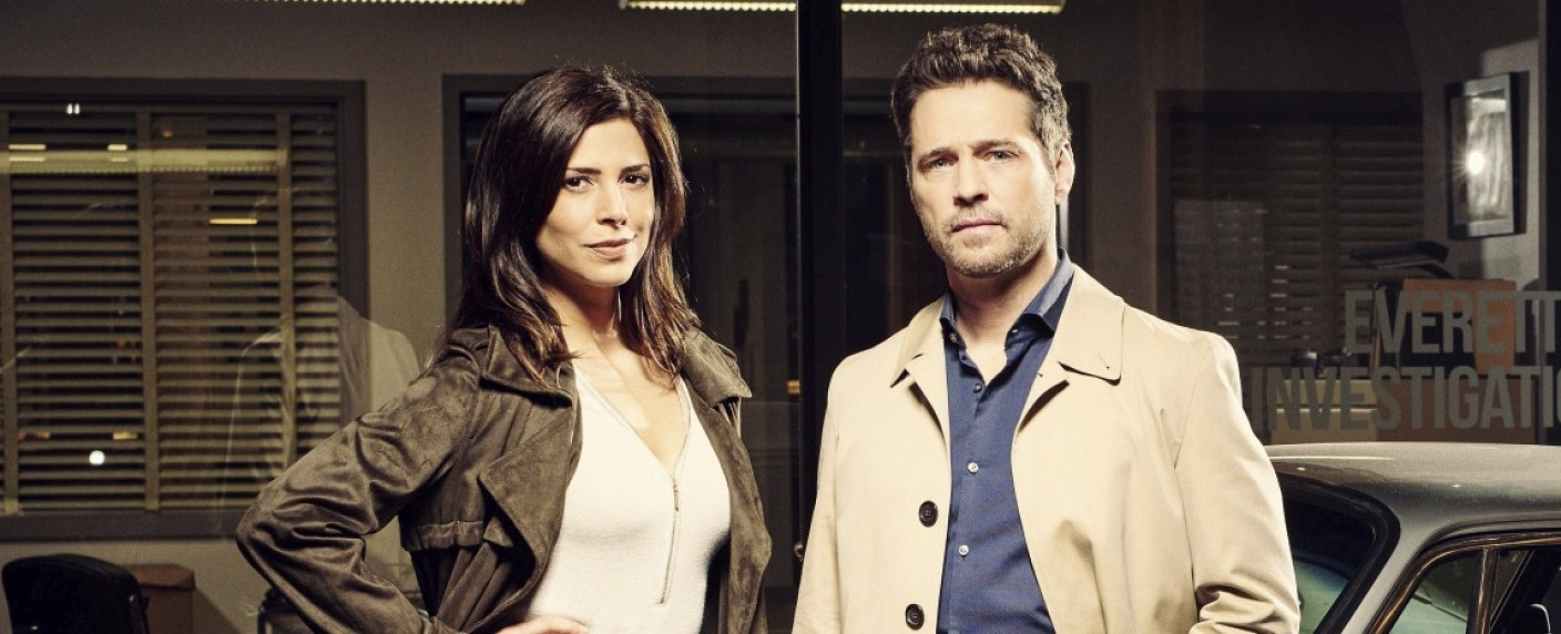 "Angie Everett (Cindy Sampson) und Matt Shade (Jason Priestley) in ""Private Eyes"" – Bild: Global"