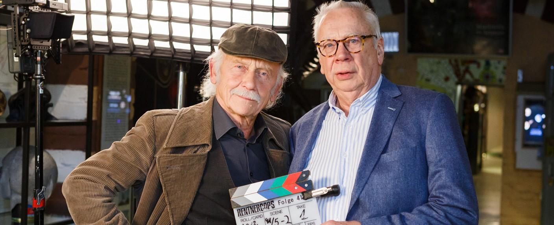 """""""Rentnercops"""": Tilo Prückner (l.) und Peter Lerchbaumer (r.) – Bild: ARD/Kai Schulz"""