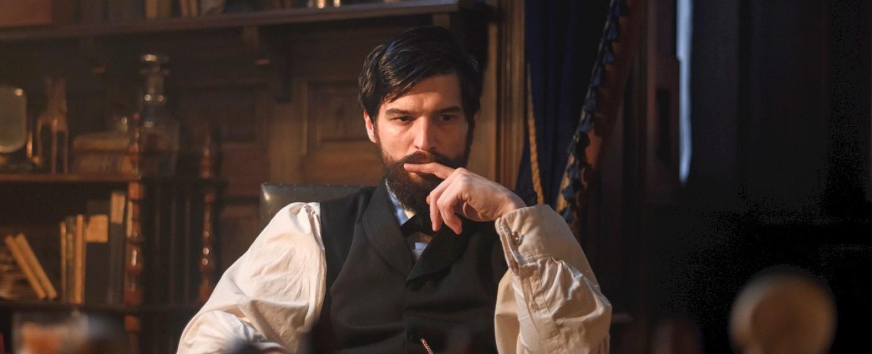 """Robert Finster als """"Freud"""" – Bild: Jan Hromadko/Netflix"""