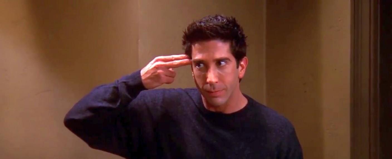 """Ross (David Schwimmer) macht sich in """"Friends"""" wieder einmal zum Affen – Bild: Warner Bros. TV"""