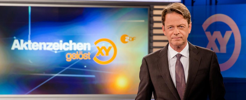 """Rudi Cerne präsentiert zum dritten Mal die Spezialsendung """"Aktenzeichen XY…gelöst"""" – Bild: ZDF/Nadine Rupp"""