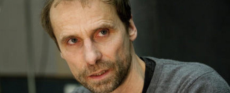 Schauspieler, Autor und Regisseur Jan Georg Schütte – Bild: Bild: WDR/SWR/Monika Maier