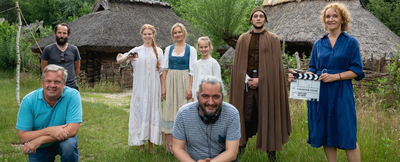 """""""Sechs auf einen Streich"""": Der Cast von """"Das Märchen vom goldenen Taler"""" – Bild: ARD/Das Erste/Michael Rahn"""