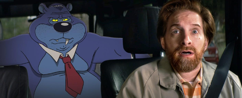 """Seth Green (r.) wird in einer Folge von """"Misfits & Monsters"""" von einem Cartoon-Bären verfolgt – Bild: © 2018 truTV. A WarnerMedia Company. All Rights Reserved"""