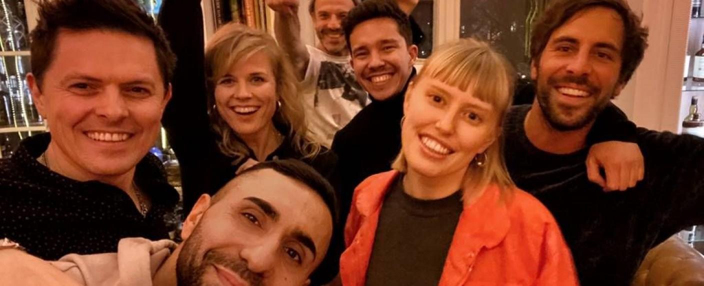 """Die Teilnehmer der siebten Staffel von """"Sing meinen Song"""": (v.l.) Michael Patrick Kelly, MoTrip, Ilse DeLange, Jan Plewka, Nico Santos, LEA und Max Giesinger – Bild: TVNOW"""