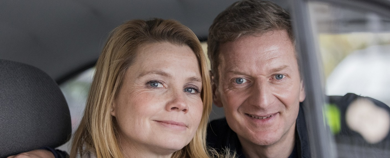 Michael Kessler und Fahrgast Annette Frier – Bild: ZDF/André Beckersjürgen
