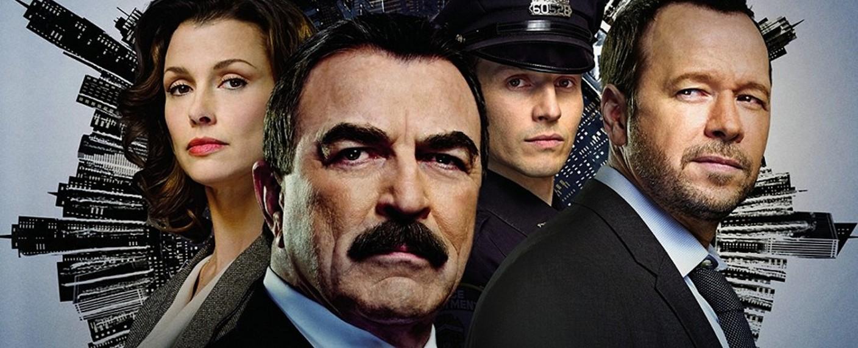 """Spielen die Regans in """"Blue Bloods"""": Bridget Moynahan, Tom Selleck, Will Estes und Donnie Wahlberg – Bild: CBS"""