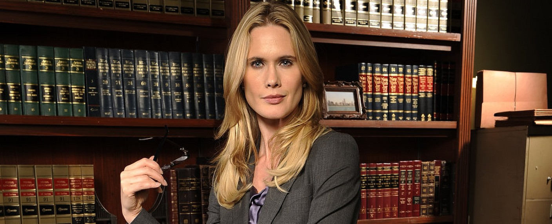 Stephanie March als Staatsanwältin Alex Cabot – Bild: NBC