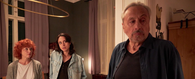 Stubbe (Wolfgang Stumph, r.), seine Freundin Marlene (Heike Trinker, l.) und Tochter Christiane (Stephanie Stumph, M.) – Bild: ZDF/Rudolf Wernicke