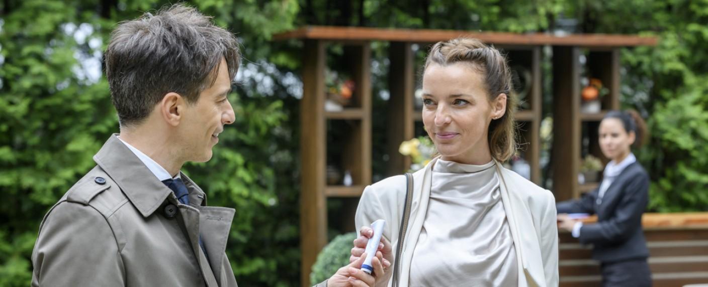 """""""Sturm der Liebe"""": Deborah Müller (mit Lorenzo Patané) ist neu im Fürstenhof – Bild: ARD/Christof Arnold"""