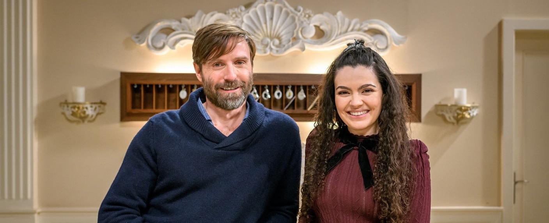"""""""Sturm der Liebe"""": Merve Çakir und Christoph Mory sind zwei neue Gesichter am Fürstenhof. – Bild: ARD/Christof Arnold"""
