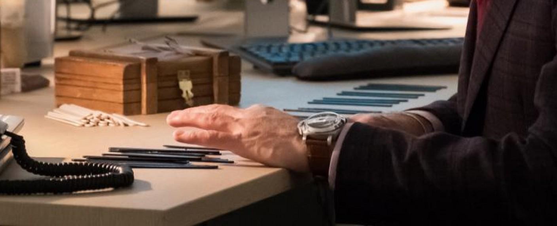 """Szenebild aus der """"Instinct""""-Folge """"Secrets and Lies"""": Dylan Reinhard (Alan Cumming) ordent die gefundenen Eisstile als Klaviertasten an – Bild: CBS"""