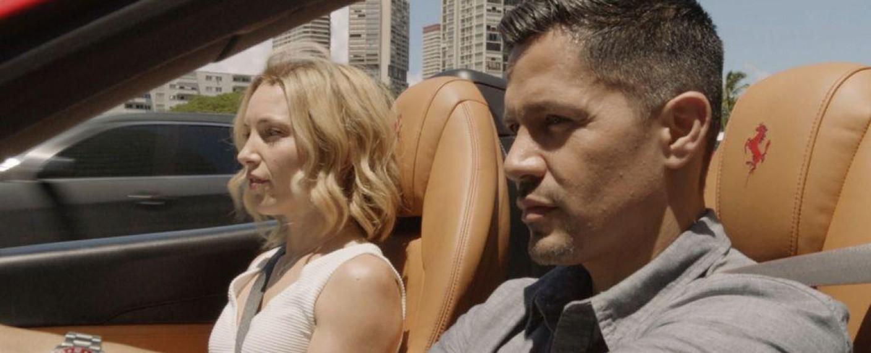 """Szenefoto aus der Auftaktfolge der zweiten Staffel von """"Magnum P.I."""" mit Perdita Weeks und Jay Hernandez – Bild: CBS"""