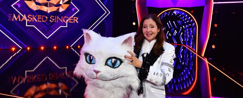 """""""The Masked Singer"""": Unter dem Katzenkopf verbarg sich Vicky Leandros – Bild: ProSieben/Willi Weber"""