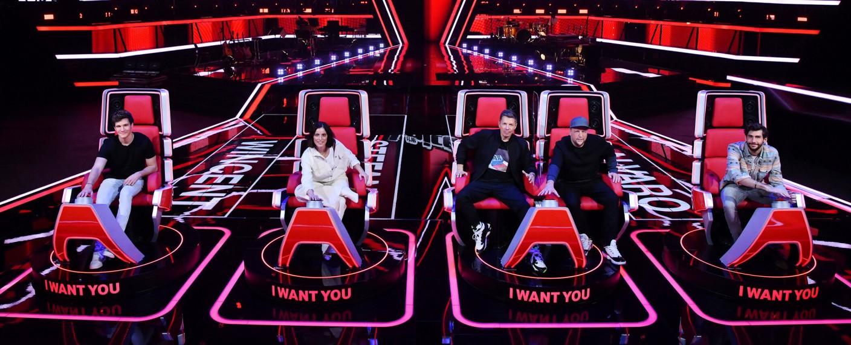 """Die Jury der neunten Staffel von """"The Voice Kids"""": (v. l.) Wincent Weiss, Stefanie Kloß, Michi Beck & Smudo, Álvaro Soler – Bild: Sat.1/Claudius Pflug"""
