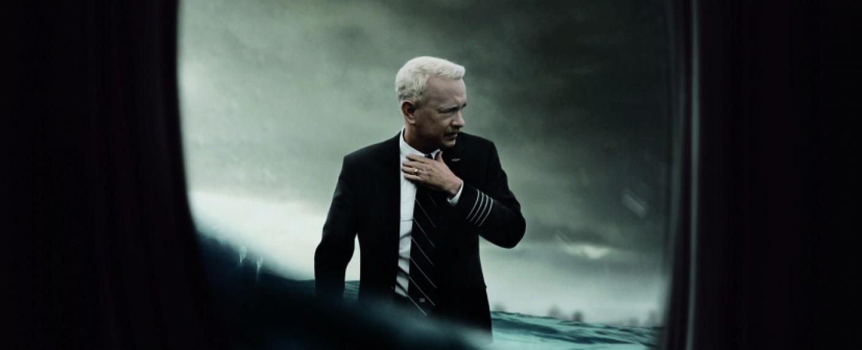 """Tom Hanks als Chesley """"Sully"""" Sullenberger – Bild: Warner Bros."""