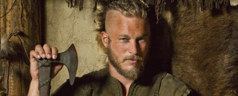"""Travis Fimmel als Ragnar Lodbrok in """"Vikings"""" – Bild: History"""