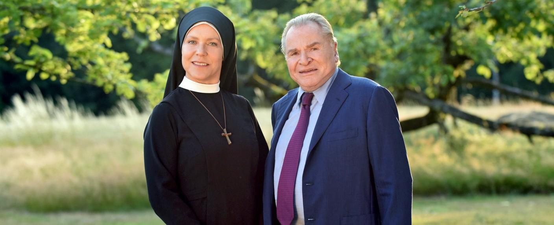 Janina Hartwig und Fritz Wepper – Bild: ARD/Barbara Bauriedl