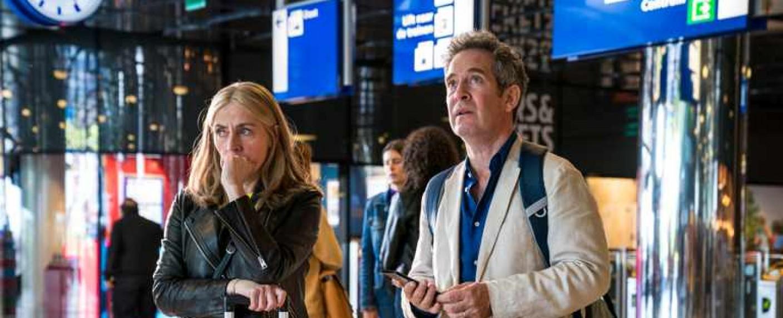"""""""Us"""" mit Tom Hollander und Saskia Reeves – Bild: BBC"""