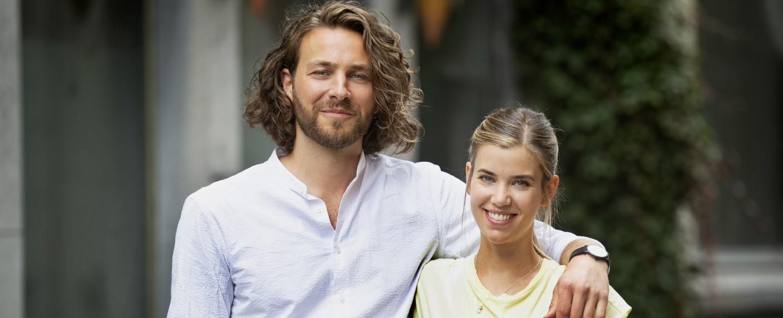 """""""Verbotene Liebe – Next Generation"""": Alexander Verhoven (Frederik Götz) und Josefin Reinhard (Sina Zadra) – Bild: TVNOW/Julia Feldhagen"""