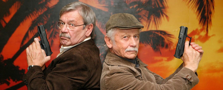 """Wolfgang Winkler (l.) und Tilo Prückner (r.) sind die """"Rentnercops"""" – Bild: ARD/Kai Schulz"""