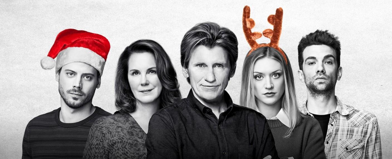 """Weihnachten bei den Moodys"": Dan (François Arnaud), Ann (Elizabeth Perkins), Sean sr. (Denis Leary), Bridget (Chelsea Frei) und Sean jr. (Jay Baruchel) – Bild: 2019 Fox Media LLC/Jonathan Wenk"