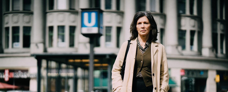 """Wer beobachtet die Beobachterin? Iris Berben ist """"Die Protokollantin"""" – Bild: ZDF/Alexander Fischerkoesen"""