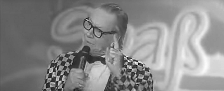 Werner Böhm bei einem Auftritt als Gottlieb Wendehals 2009 – Bild: YouTube/Screenshot