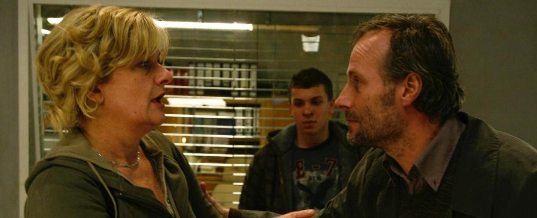 """Wolfram Koch (re) mit Saskia Vester als Gast in einer Folge von """"KDD – Kriminaldauerdienst"""" (2009) – Bild: ZDF/Arte"""