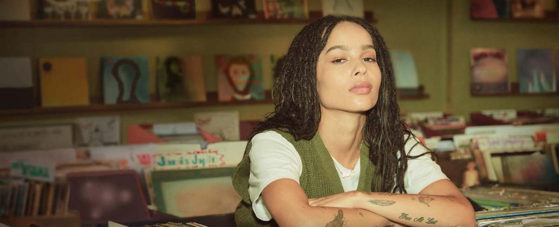 "Zoë Kravitz als Plattenladenbesitzerin Rob in ""High Fidelity"" – Bild: hulu"
