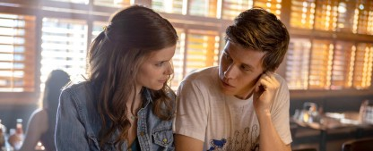 """""""A Teacher"""": Kate Mara überzeugt als junge Lehrerin, die einen Schüler verführt – Review – Kurzweiliges, aber zu vorhersehbares Coming-of-Age-Drama – Bild: FX Networks"""