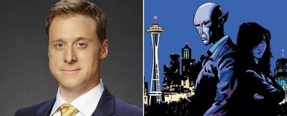 "Alan Tudyk (""Firefly"") erhält Serienbestellung bei Syfy – ""Resident Alien"" muss über das Schicksal der Menschheit entscheiden – Bild: NBC/Dark Horse Comics"