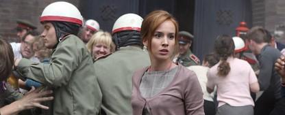 """Arte bringt Dreiteiler nach Charles Dickens und weitere Miniserien – """"Große Erwartungen"""", """"Leaving"""" und """"Burning Bush"""" im März – Bild: Arte / Beta Film / Dusan Martincek"""