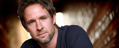 """""""Lucifer"""" besetzt Chris Payne Gilbert als Chloes verstorbenen Vater – FOX veröffentlicht Trailer für die zweite Staffel – Bild: Lifetime"""