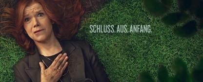 """""""Das letzte Wort"""": Anke Engelke überzeugt als Trauerrednerin in hervorragendem Ensemble – Review – Netflix-Dramedy um Beerdigungen trifft richtigen Ton zwischen Humor und Tragik – Bild: Netflix"""