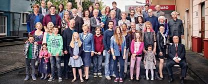 """Sonntagsquoten: ARD punktet mit """"Lindenstraße""""-Jubiläum und Doppel-""""Tatort"""" – Jauchs RTL-Jahresrückblick schwächer als zuletzt – Bild: WDR/Thomas Rabsch"""