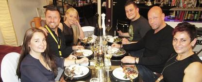 """10 Jahre """"Das perfekte Dinner"""": Jubiläumswoche im März – Ehemalige Kandidaten treten erneut in den Kochwettstreit – Bild: VOX/itv studios"""