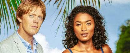 """""""Death in Paradise"""" lüftet Geheimnis um Abgang von Richard Poole – BBC zeigt dritte Staffel mit Nachfolger Humphrey Goodman im Januar – Bild: BBC"""