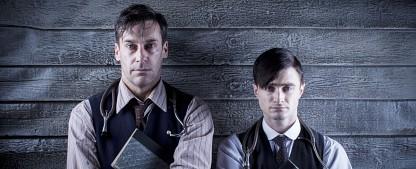 """arte stellt viele britische Serien als Premiere in seine Mediathek – Von """"Inside No. 9"""" bis """"A Young Doctor's Notebook"""" – Bild: Passion"""