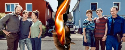 """""""Deutscher"""": Erfreulich komplexe Familienserie aus einem Land, in dem die Rechten regieren – Review – Meike Droste und Thorsten Merten spielen großartig in clever konzipierten, klischeefreien Gedankenexperiment – Bild: ZDF/Martin Rottenkolber"""