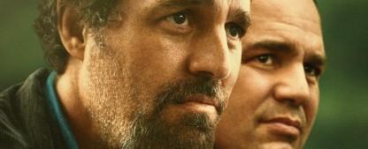 """""""I Know This Much Is True"""": Tragisches Familienepos mit brillantem Mark Ruffalo als ungleiche Zwillinge – Review – HBO-Literaturverfilmung gefällt mit Starensemble und Indiefilm-Anmutung – Bild: HBO"""